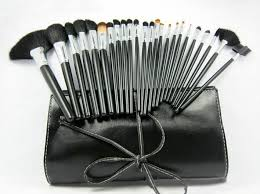 leather pouch included with brush set 24 piece mac makeup india reviews vega makeup brush set amazon shany professional