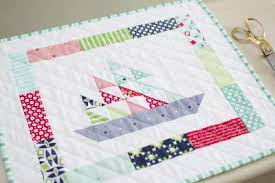 Weekend Quilting Patterns: 34 Quick Quilts to Make in a Weekend ... & Mini Quilt Tutorials Adamdwight.com