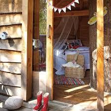 Fabulous Kids Treehouse Design Beautifully Integrated into Backyard