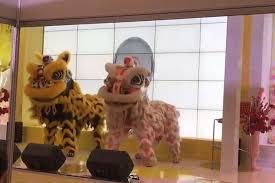 Perayaan tahun baru imlek di pusat perbelanjaan ibu kota dimeriahkan dengan atraksi barongsai. Viral Barongsai Meriahkan Tahun Baru Imlek Ala Senam Maumere Okezone Nasional