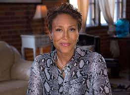 How tall is Robin Roberts and what is ...