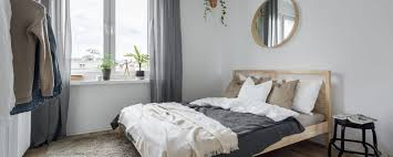 what size rug under queen bed to avoid