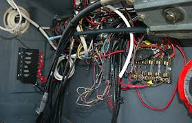 fuse block vs circuit breaker panel? moderated discussion areas General Electric Circuit Breaker Box www inkbox net whaler console wiring jpg
