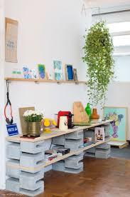 08-decoracao-estante-diy-improvisada-blocos-concreto