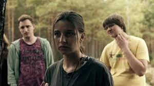 However hiking in the woods with no smartphone in sight will not go as planned. Nobody Sleeps In The Woods Tonight Trailer Df Filmstarts De