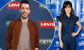 Zooey Deschanel spotted holding hands with Property Brothers host ...