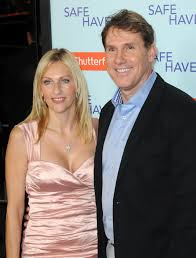 nicholas sparks and his wife cathy breakup after years of nicholas sparks and his wife cathy breakup after 25 years of marriage closer weekly