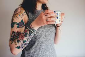 женские татуировки ласточки перья и руны Feel Up