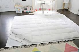 2 flat sheets that are at least 1 larger than your comforter dimensions either the same pattern or 2 diffe ones i used the flat sheet from this set