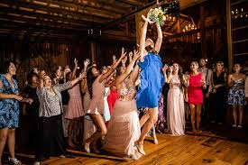 Like the bouquet toss, throwing the garter isn't for everyone. 145 Funny Garter Removal And Bouquet Toss Songs 2021