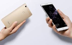 huawei honor note 8. the 6.6-inch honor note 8 is bigger than those two competitors by some 0.2\ huawei
