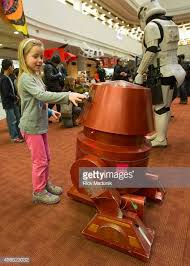 Leila McGregor meets a functioning robot at the R2 Builders ...