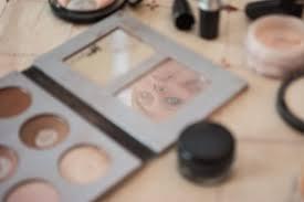 bride reflection in makeup mirror