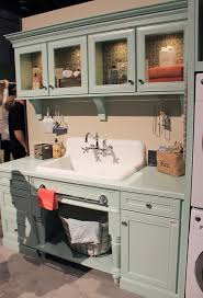 checking out the nelson s sink on display at kbis retro renovation