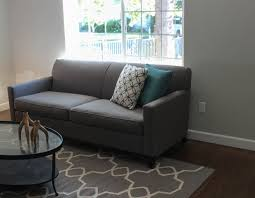 what color rug goes with a grey couch fabulous what color rug goes