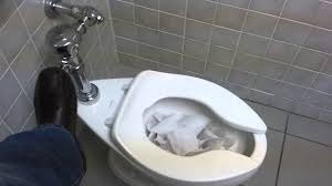 ML di Toilet (Bandung)