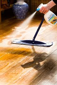 can i clean hardwood floors with vinegar