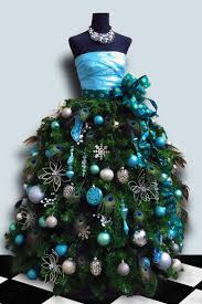 For a tutorial on how to make this dress form Christmas tree, click on the