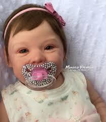 Resultado de imagem para Larissa Manoela ganha boneca e internautas