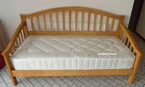 premium maple wooden day bed