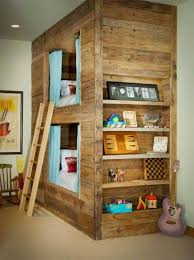 BUNK BEDS CREATED OUT OF PALLET WOOD