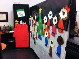 office christmas theme. Office Christmas Decorating Ideas That You Must Not Miss Theme