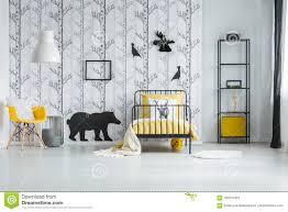 Witte Slaapkamer Met Het Inspireren Behang Stock Foto Afbeelding