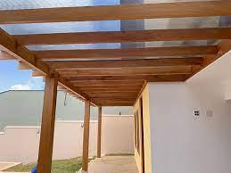 Com esse tipo de cobertura é possível utilizar isolamentos de subcobertura, que melhoram o isolamento térmico da casa. Cobertura De Policarbonato Sera Que Vale A Pena Cobrire Construcoes Em Madeira