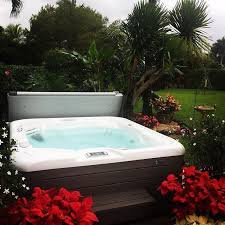LANDSCAPING IDEAS FOR HOT TUB PRIVACY