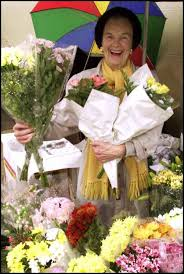 Tributes paid to Southampton's flower lady, Violet Smith   Daily Echo