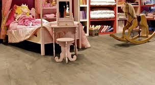 wood effect vinyl floor planks in bedroom