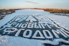 В Амурской области пенсионер рисует на реке ледяные картины ...