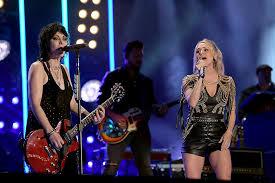 Joan Jett to Join Carrie Underwood on 'Sunday Night Football'