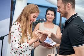ольга бузова помогла пожениться паре из владивостока Primamedia