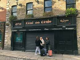 ireland closes all pubs on eve of st