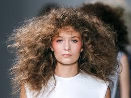 8 Coiffures Pour Cheveux Boucl S Grazia