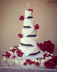 Red Roses And White Wedding Cake Cozze Cakes