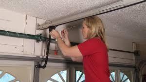 open garage door manuallyThief can open your garage door in 6 seconds