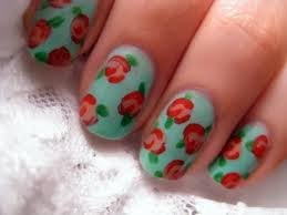 Red and green nail art design | Beauty and Style