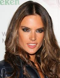makeup secrets of victoria secret models this is how victoria s secret model alessandra ambrossio does a colorful smoky eye it s