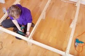 Wie kann man ein kinderbett selber bauen? Bett Aus Europaletten In 6 Schritten Selbst Bauen