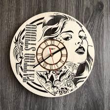 настенные часы из дерева в тату салон Cl 0270