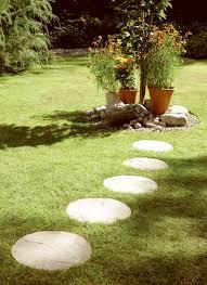 round stepping stones cream blend