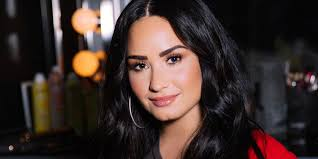 5 minutes with demi lovato talking brows 90s lipstick and rainbow hair