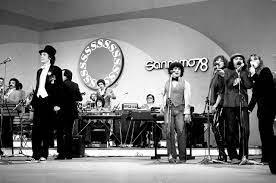 File:Festival di Sanremo 1978 - Rino Gaetano e i Pandemonium.jpg - Wikipedia