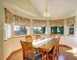 Einfache Wohn Esszimmer Mit Holzboden Und Stühle