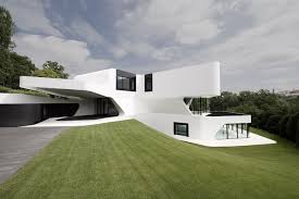 Outdoors and indoors looks made in very modern even futuristic style. White  and dark colors are always come hand by hand in such house designs.