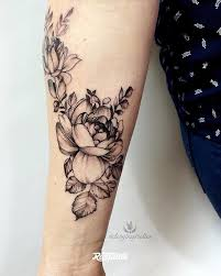фото татуировки пионы в стиле блэкворк вип шейдинг графика дотворк
