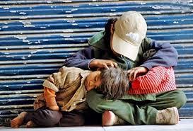 Image result for đứa bé nghèo đói ngã bên đường