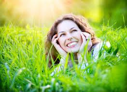 لندن - المرأة تشعر بالسعادة أكثر من الرجل بعد الطلاق